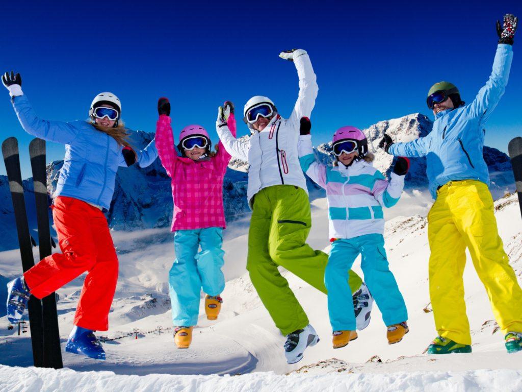 family_mountains_ski_resort_winter_80680_1600x1200
